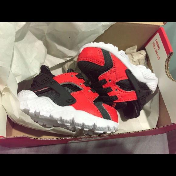 Nike baby huaraches black and red